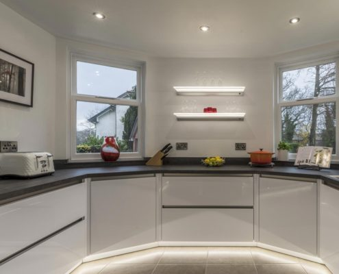 Project 1 GL 4000 Ice White with Dekker cobra worktops – Amtico flooring