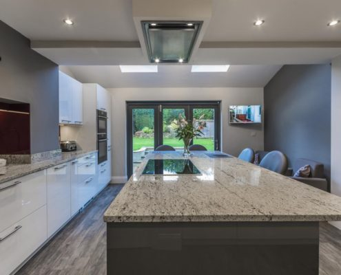 Project 5 elba white gloss with elba basalt gloss river white granite and Amtico floor